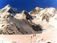 Белуха - вид с Катунского ледника на южные склоны горы