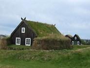 Сейчас эти традиционные исландские домики можно увидеть лишь в музеях под открытым небом, например, в Arbaer museum в Рейкьявике. // фото автора