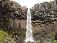 Свартифосс является одним из наиболее известных исландских водопадов, хотя он не высокий и не такой мощный, как многие другие. // фото автора