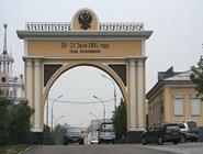 Арка «Царские ворота» в Улан-Удэ. Надпись напоминает о  том, что когда-то город назывался Верхнеудинском. Фото автора