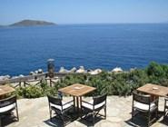 Ресторан у моря в отеле Elounda Village