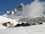 Домики у подножия горы Lavarella