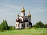 Церковь на въезде в поселок
