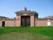 Ворота почтовой станции в Выре
