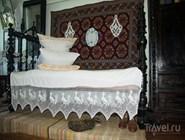 Кровать невелика по размеру - но и казаки были невысоки по сегодняшним меркам