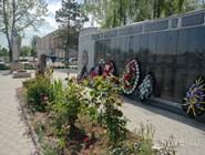 Военный мемориал в центре Старотитаровской