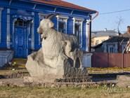 Памятник урюпинской козе