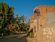 На территории отеля Old Oasis, Бавити