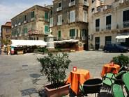 Площадь Piazza Ercole в старой части города