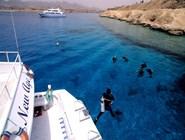 Дайверы входят в воду у рифа Ras Katy, Шарм-эль-Шейх