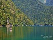 Лето на озере Рица