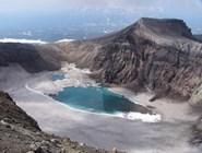 Озеро в кратере вулкана Горелый