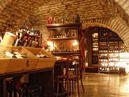 В винотеке - огромное количество вин