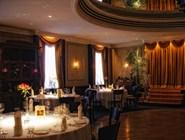 Залы ресторана впечатляют своим величием