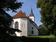 Церковь расположена в очень живописном месте