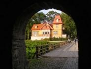 Поселиться можно прямо по соседству с замком