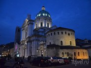 Площадь Павла VI с двумя Домскими соборами, Брешиа