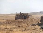Собор в Ани, на заднем плане - граница с Арменией