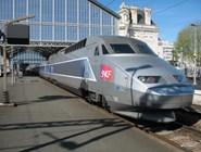 Скоростной поезд TGV на вокзале в Ля-Рошель