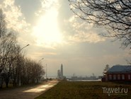 Вид на деревянный маяк Кронштадта осенью