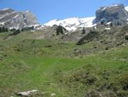 В мае в горах лежит снег