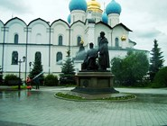 Мытье памятника в Казанском кремле