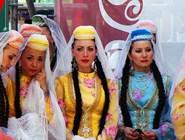 Девушки в татарских нарядах