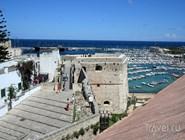 Вид на гавань со стены замка