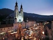 Рождественский базар на главной площади Валле-Изарко