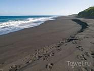 Вулканический пляж на Бали
