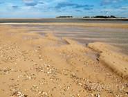 Песчано-ракушечный пляж, Норфолк, Англия