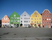 Marktplatz в городке Обернберг-ам-Инн