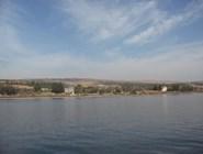 Святые храмы по берегу озера