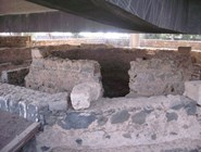 Фундаментом древнего храма