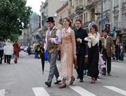 Персонажи карнавала на проспекте Свободы