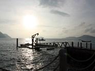 Кораблик уходит на остров Бон