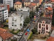 Карнавальные платформы съезжаются в центр города