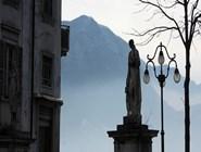 Старинные скульптуры в Лугано