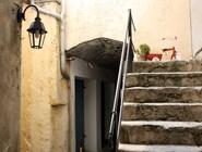 Лестница не средневековая, но старая