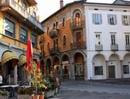 Кафе в центре Медризио - единственное, работающее днем
