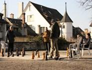 Горожане играют в шахматы в Липовом дворе