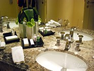 В ванных - косметика Molton Brown