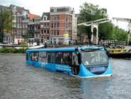 Бело-голубой автобус-амфибия Floating Dutchman