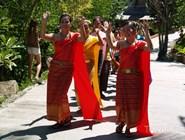 Танцоры на тайской свадьбе