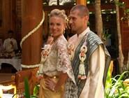 Новобрачные после венчания в отеле Santhiya Resort and Spa Koh Phangan