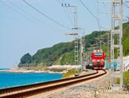 Железнодорожная ветка вдоль моря