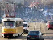 Трамвай на одной из улиц Москвы