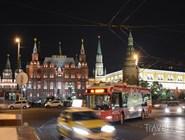 Вечерний троллейбус на пересечении Тверской и Моховой улиц