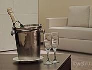 Шампанское в номере