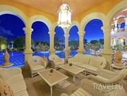 Балкон у бассейна